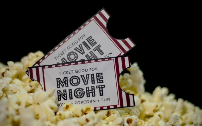 A Quick Guide To Hosting The Ultimate Movie Night With Your Friends and Family