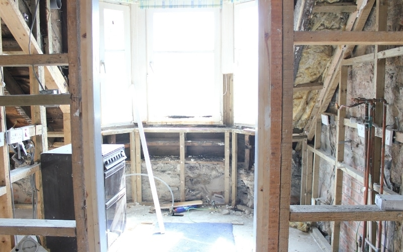 """It's no surprise that kitchen renovations are among the most popular renovations projects that homeowners take on. With that said, a kitchen renovation is also one of the most expensive rooms to renovate – depending on how extensive your plans are. So, what happens if homeowners have dreams of renovating but don't have a massive budget to dedicate to it? Does that mean they will have to keep on dreaming of a better kitchen, or is there a way to proceed and do it within a tight budget? Here we'll take a look at all the most essential information and tips that will make it possible for you to tackle a kitchen renovation while sticking to a tight budget. Just because you have a budget, doesn't mean you can't end up with fabulous results. Start with a Firm Budget You Feel Comfortable With Before you start pricing materials, renovations, and contractors, it's a good idea to start with a firm budget. This should be an amount you are comfortable spending, and a budget you plan to stick with. Remember, once you start to tell yourself """"oh it's just this one added expense"""" and forget about that initial budget, it truly becomes a slippery slope from there. The good news is that no matter how tight your budget is, there will be renovations you can tackle within the price. Sure, they may not be as extensive as you had hoped, but they can still have an impact and provide you with a space you really enjoy. Create a Dream List and a Must-Have List Next, it's time to start planning out your renovations. You can begin with a dream list, which is all the things you'd like to see happen in the space if money wasn't an issue. After you've compiled that list, you can then start to prioritise and narrow it down to the must-have list. You can prioritise based on budget, available space, the time required for the renovation, whether you can do it yourself or will need to hire some, whether or not it makes the space more efficient and functional, and so forth. There may also be aspects of th"""